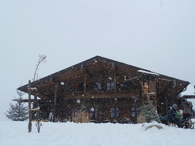 Die Buchenberg-Alm im Schneetreiben