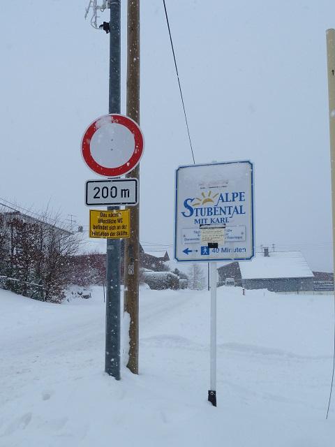 Hinweisschild zur Alpe Stubental mit Karl