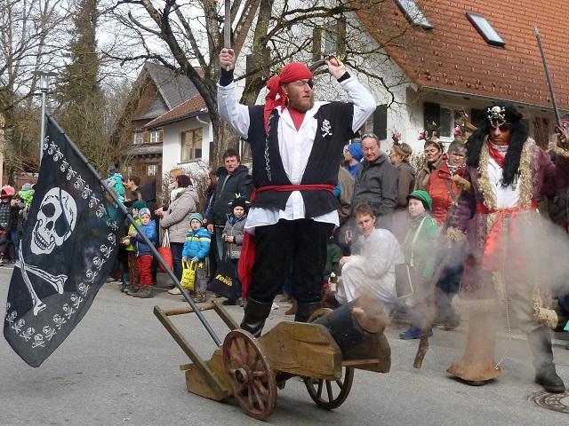 Faschingsumzug Obergünzburg 2017 - Piraten mit Kanone