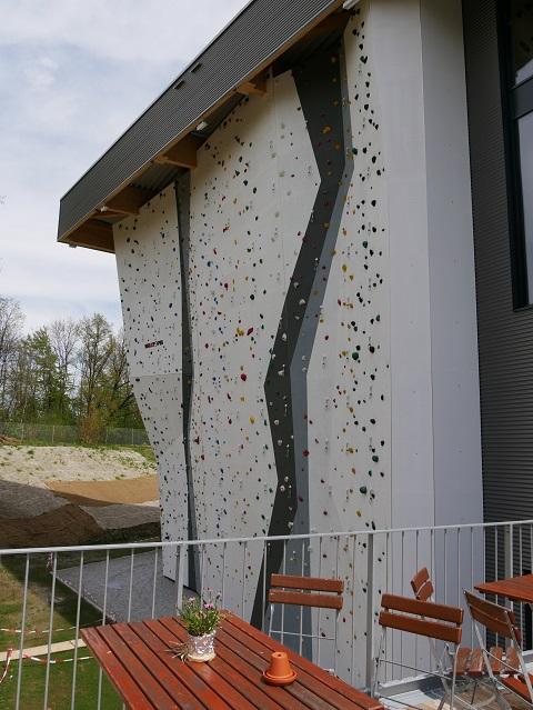 Outdoor-Sitzplatz an der Kletterhalle Kempten