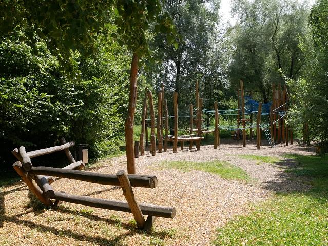 Klettergerüst am Abenteuerspielplatz Wertachpark