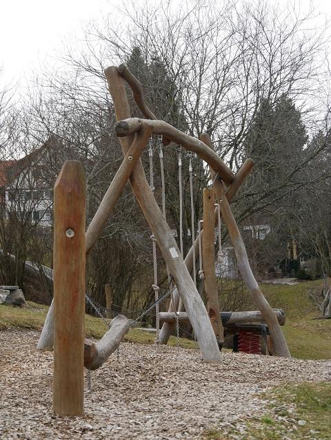 Klettergerüst am Spielplatz Bibertal in Wiggensbach