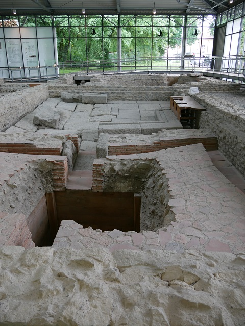 römische Toiletten in den kleinen Thermen im APC Kempten