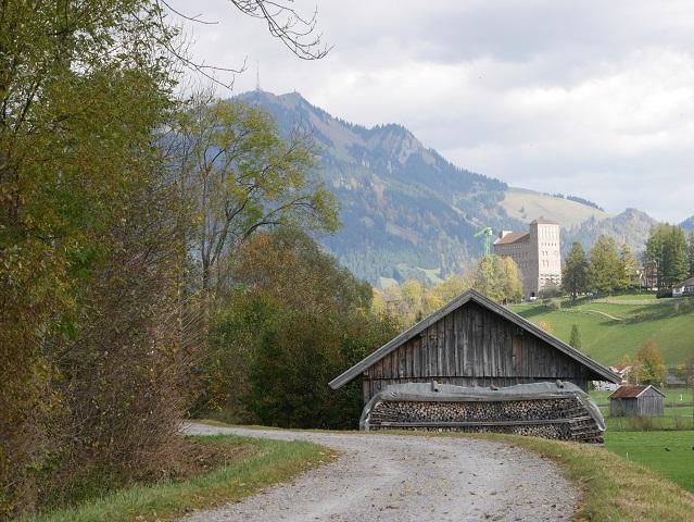 Am Illerradweg bei Sonthofen - Blick auf den Grünten und die Ordensburg
