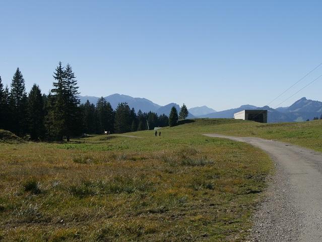 Erlebnisweg Uff d'r Alp - Blick auf die Station Seealpe der Nebelhornbahn