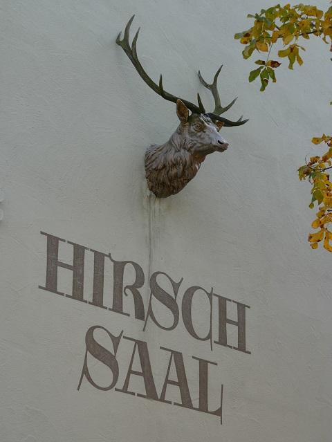 Hirschkopf aus Bronze (?) am Hirschsaal in Obergünzburg