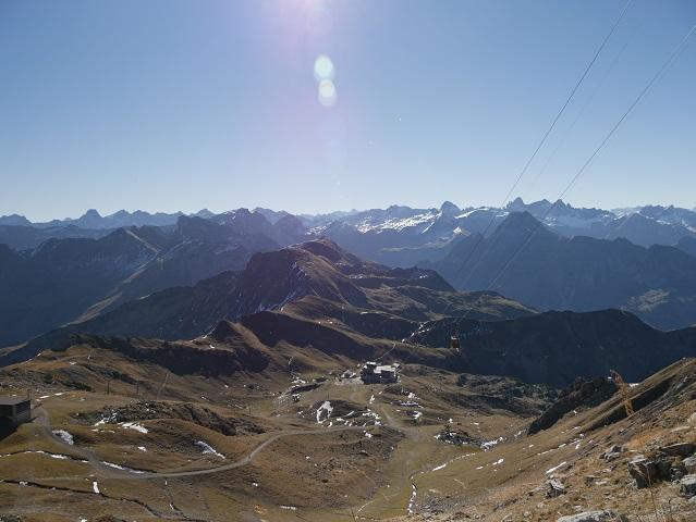 Abstieg vom Nebelhorngipfel zur Bergstation