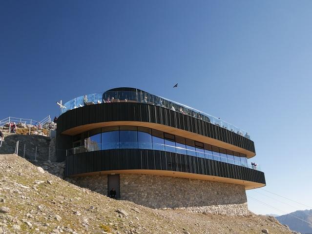 Das Panoramarestaurant auf dem Gipfel des Nebelhorns bei Oberstdorf