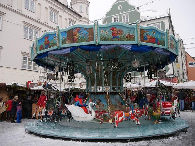 nostalgisches Karussell auf dem Weihnachtsmarkt Kempten