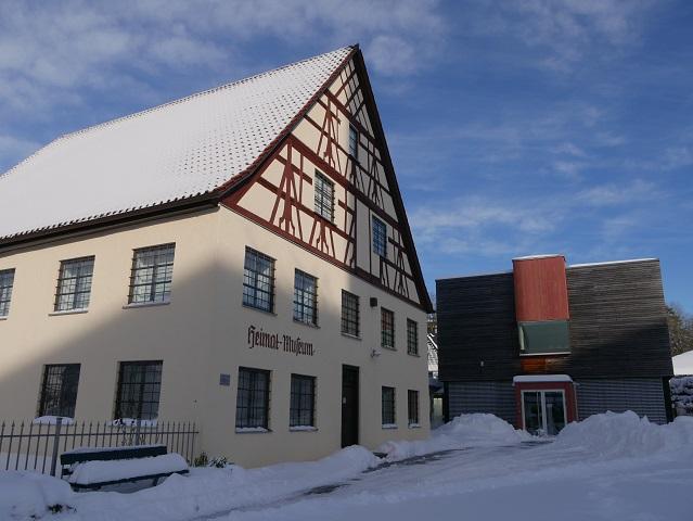 Außenansicht Heimatmuseum und Südseesammlung Obergünzburg im Winter