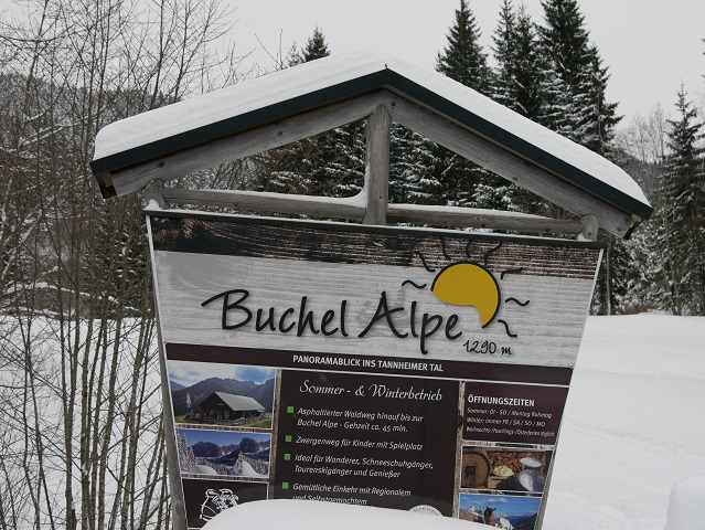 Hinweisschild zur Buchel Alpe im Winter
