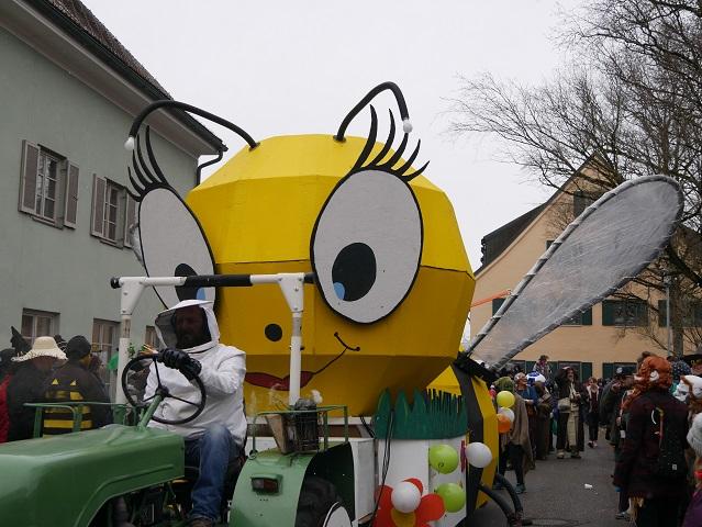 Riesen-Biene auf dem Faschingsumzug Obergünzburg 2018
