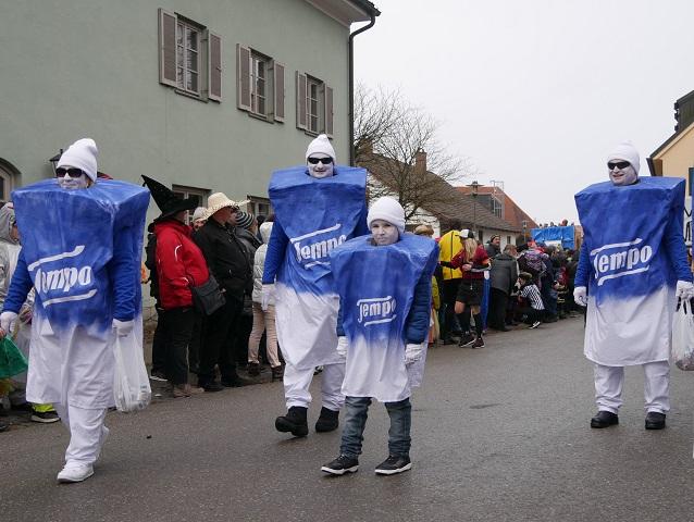 Tempopackungen auf auf dem Faschingsumzug Obergünzburg 2018