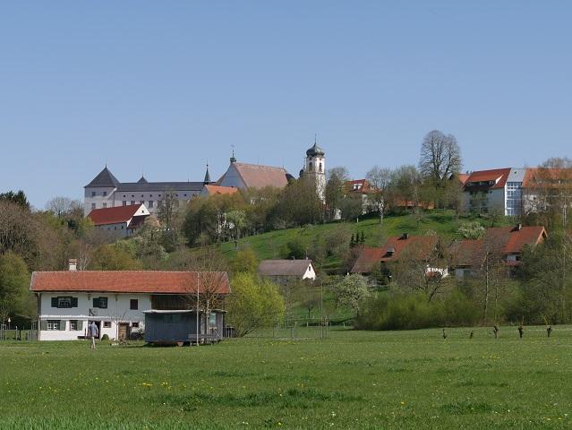 Blick auf Schloss Wolfegg vom Freigelände des Bauernhausmuseums aus