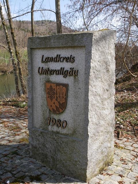 Grenzstein zum Landkreis Unterallgäu