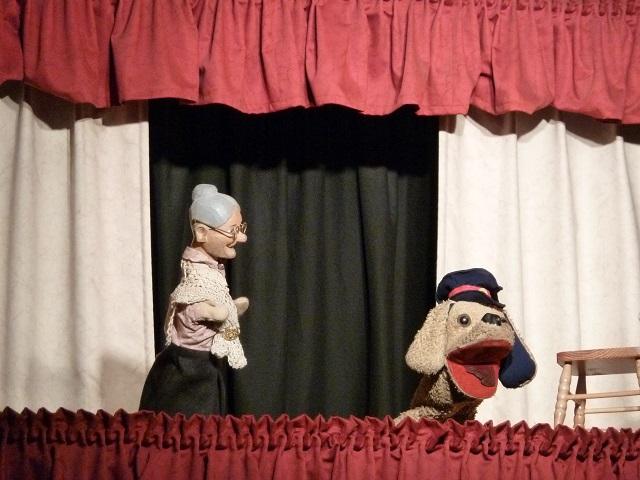 Oma und Wurschtl im Wangener Puppentheater
