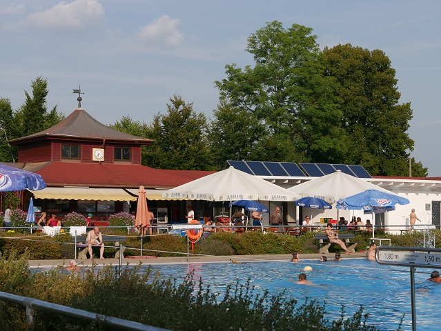 Kiosk und Gastronomiebereich im Freibad Altusried