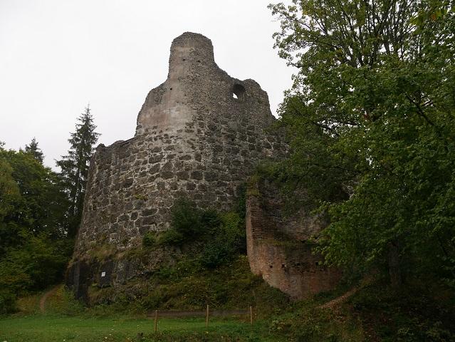 Ansicht der Ruine Alttrauchburg von der Georgskapelle aus