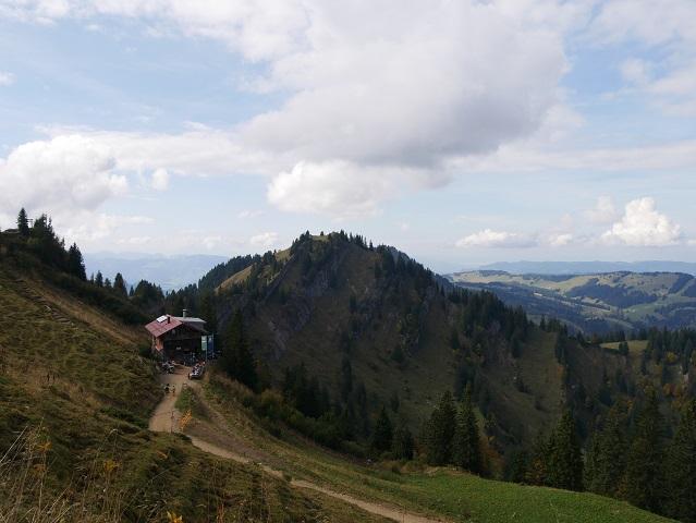 Blick von der Bergstation der Hochgratbahn aufs Staufner Haus