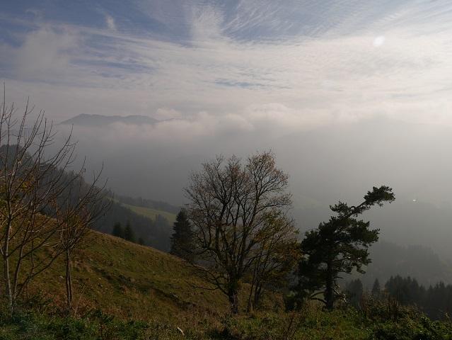 Berglandschaft mit Sonne und Nebel