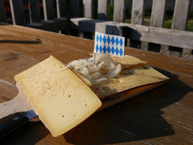 Käsebrot auf der Alpe Topfen am Grünten