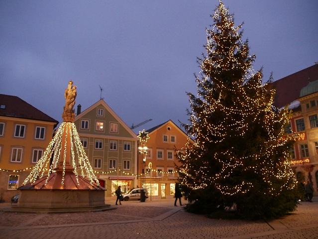 Der Mindelheimer Marienplatz zur Weihnachtszeit