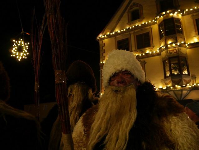 Klausen vor dem Obergünzburger Rathaus