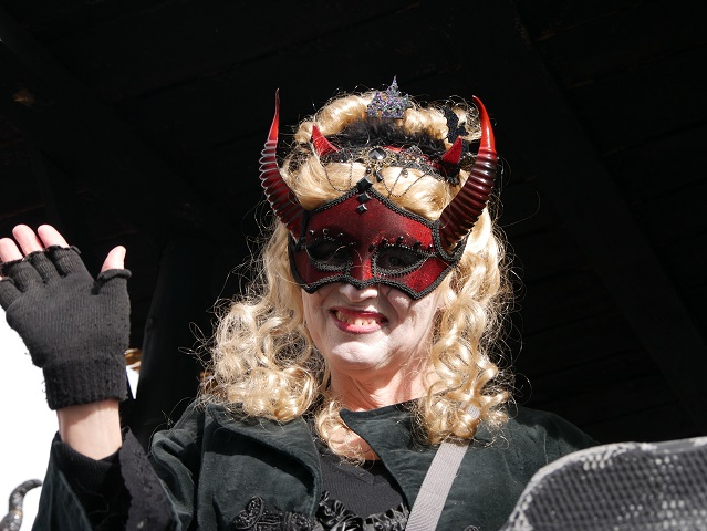 Faschingsumzug Obergünzburg 2019 - dunkle Kreatur aus Betzigau