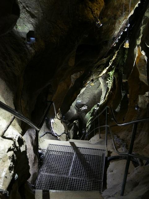 Abstieg in der Sturmannshöhle