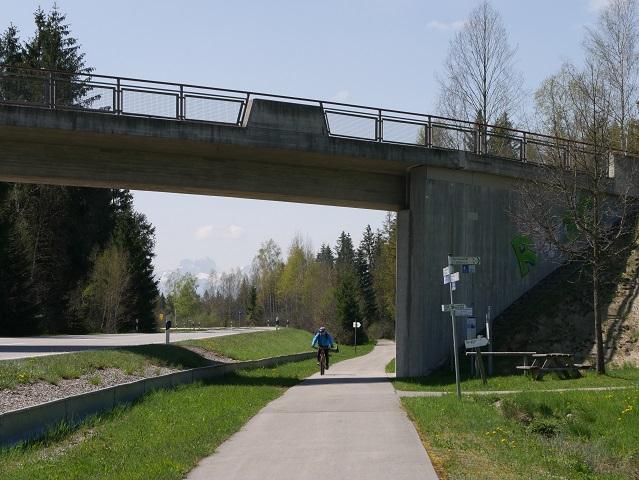 Radweg An der B16 bei Stötten am Auerberg