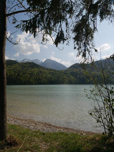 Blick über den Weißensee auf den Vilser Kegel und die Große Schlicke