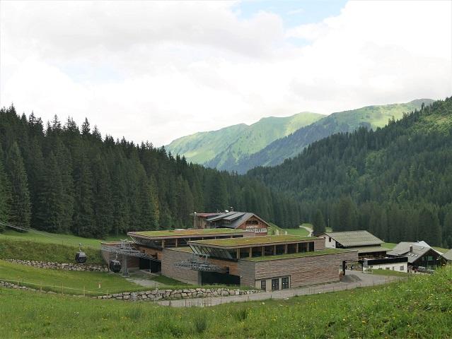Blick auf die Ifenbahn-Talstation im Kleinwalsertal