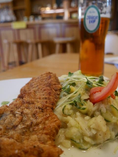Schnitzel, Kartoffelsalat und Bier