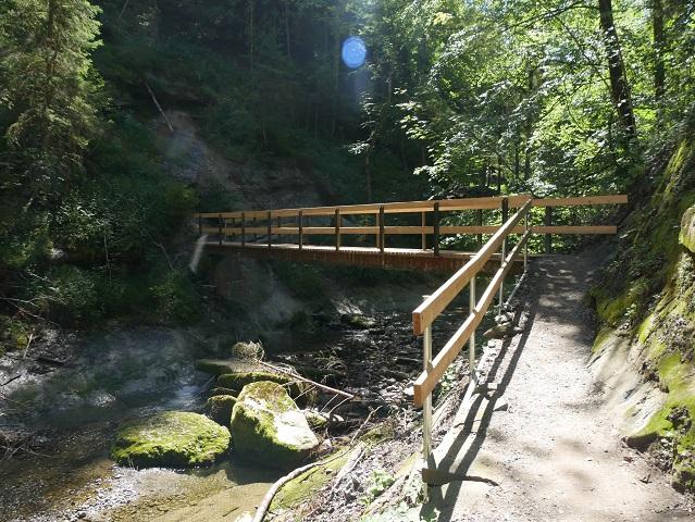 Holzbrücke über den Hausbach