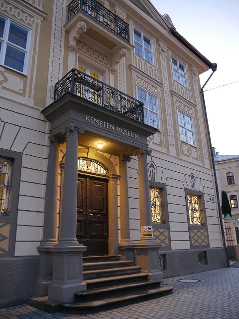 der Eingang zum Kempten-Museum im Zumsteinhaus