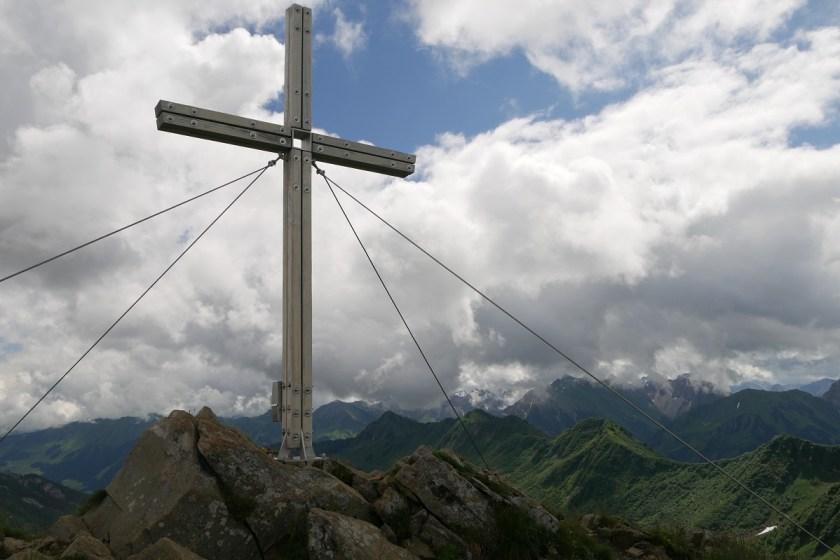 Gipfelkreuz auf dem Steinmandl im Kleinwalsertal