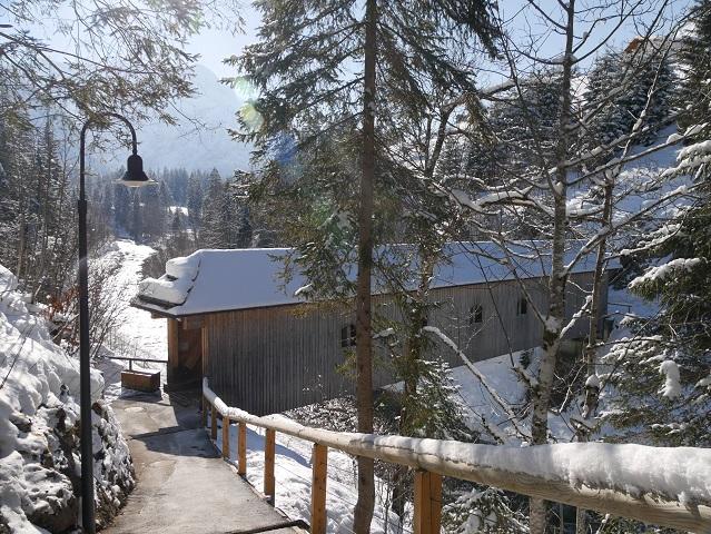 die Leidtobelbrücke im Kleinwalsertal im Winter