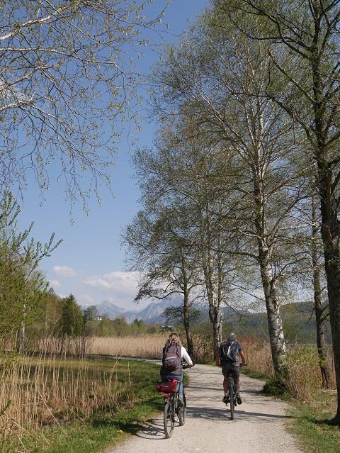 Radfahrer am Weißensee bei Füssen