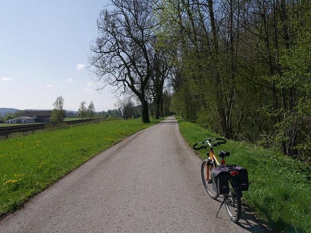 Radweg entlang der Bahn von Kaufbeuren nach Biessenhofen