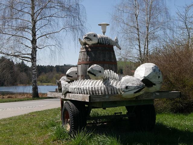 Skulptur Kommen und Gehen in Karsee im Westallgäu