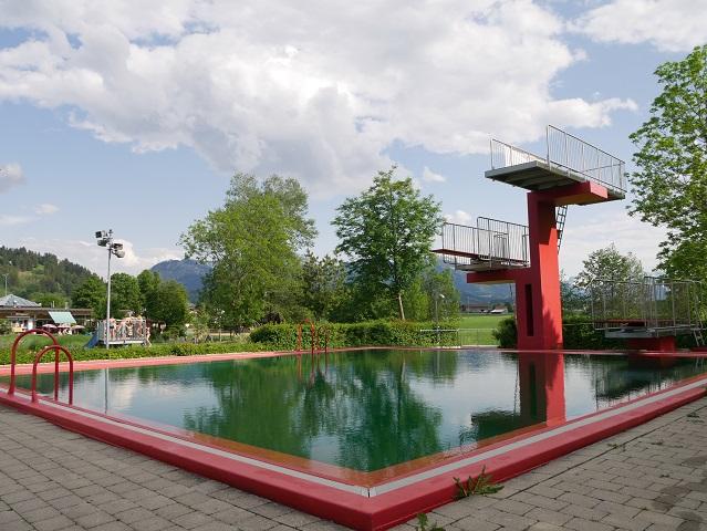 Sprungturm im Freibad Familien-Vitalpark in Burgberg