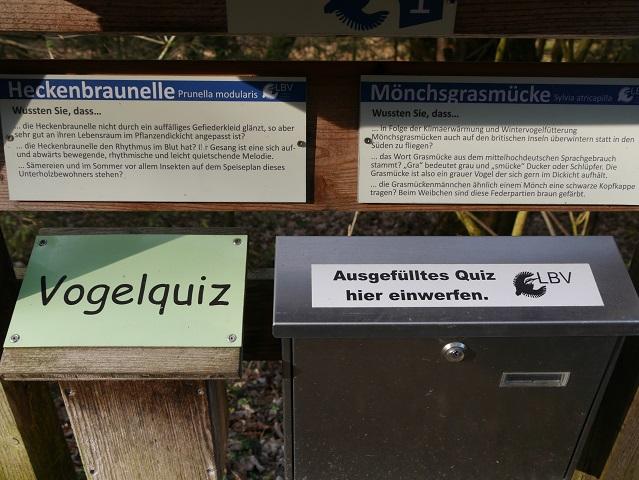 Vogelquiz - Briefkasten auf dem Vogelehrpfad Friesenried