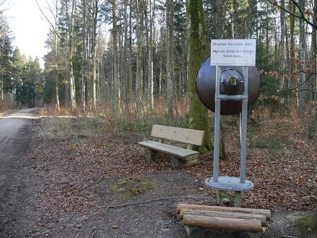 großes Hörrohr im Wald