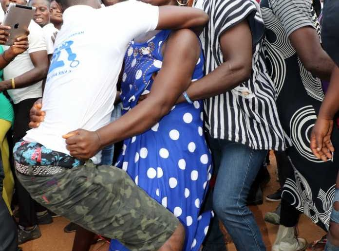 Video: We Want Slim, Flat Belly Men To 'Grind Us' At Atopa Festival - Gomoah Fetteh Women