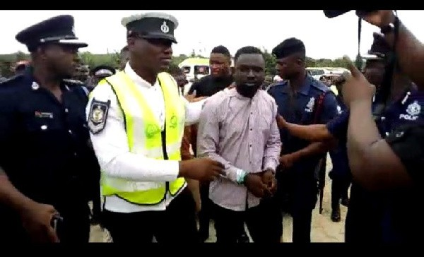 4 Suspects Snatch Car In Front Of IGP