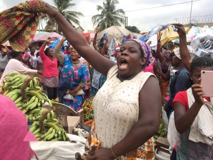 Hundreds of market women welcome 2019 Christmas with their dancing shoes