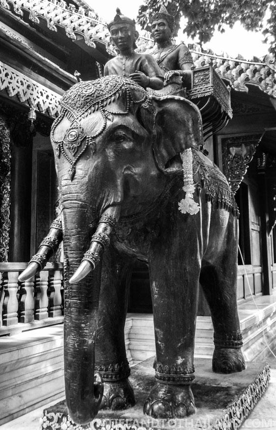 Elephant statue at Wat Phra That Doi Suthep