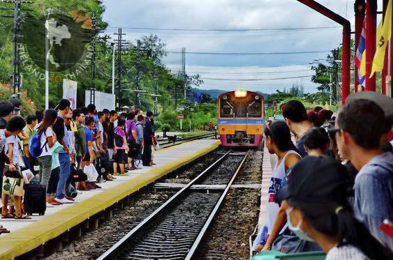 Hua Hin to Bangkok Train Arriving