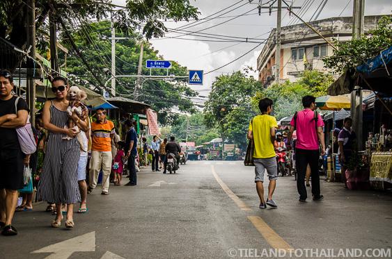Taling Chan Floating Market Chak Phra Rd