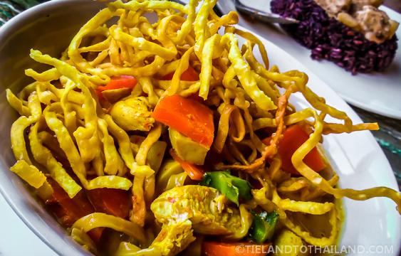 Khao Soi Gai with Carrots ข้าวซอย